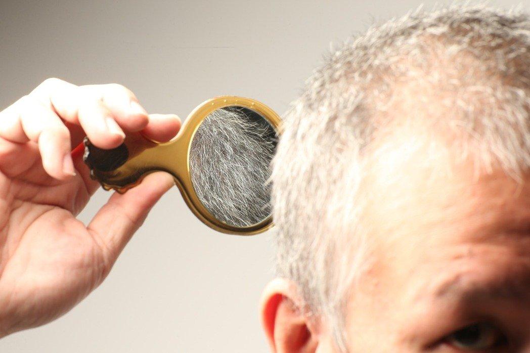 白髮到底該不該染?皮膚科醫師說暫時性染髮劑比較理想