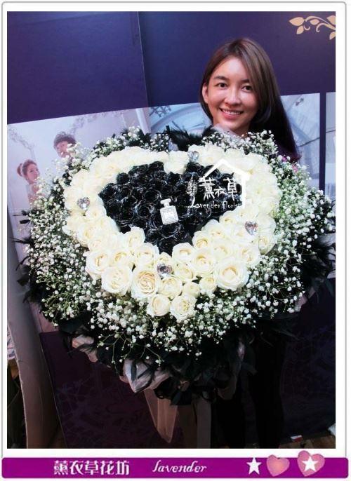 黑&白101朵花束a082001