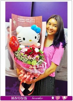 凱蒂貓花束~超可愛<BR>玫瑰7朵+桔梗花y2186